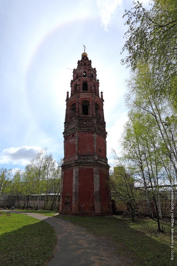 45-метровая шестиярусная колокольня Иоаннопредтеченской церкви