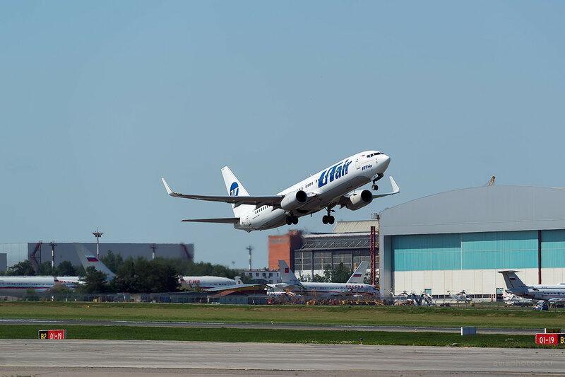 Boeing 737-8GU (VQ-BQS) ЮТэйр D809520