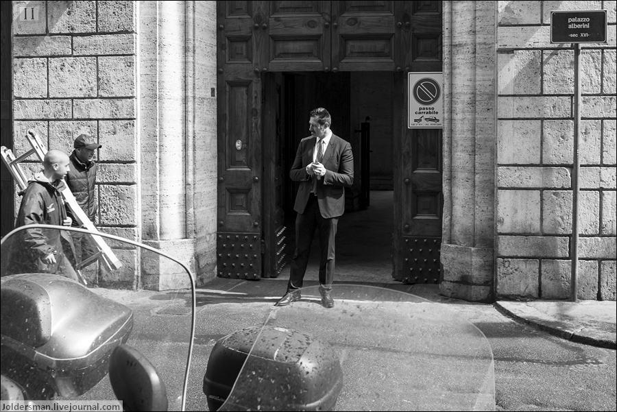 статный мужчина в Риме