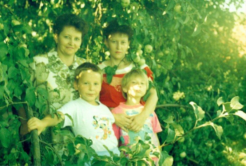 Мы с мамой и семья Жуковых.jpg