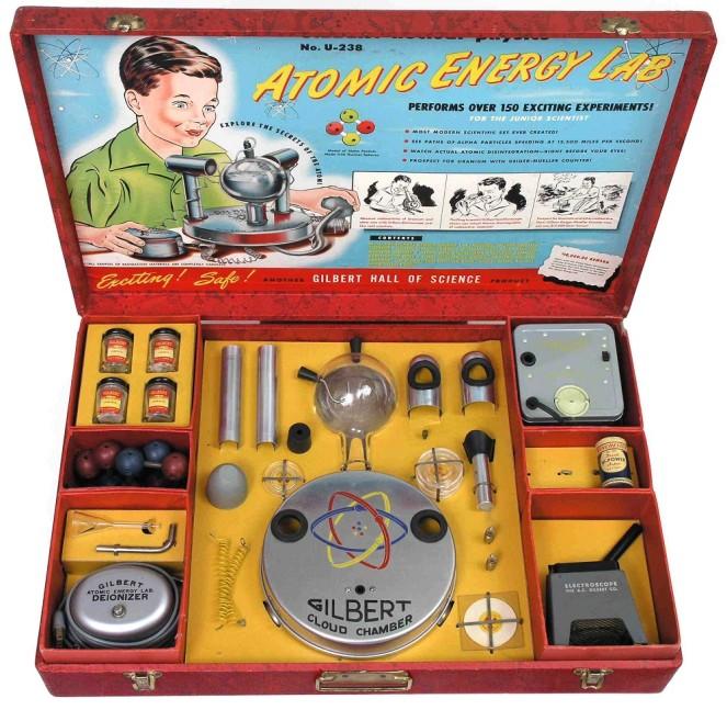 Тема атомной энергетики в середине XX века переживала настоящий бум. Этим не преминул воспользоватьс