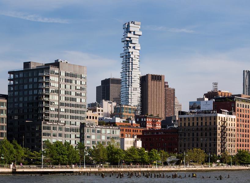 Небоскреб в стиле дженга в Нью-Йорке