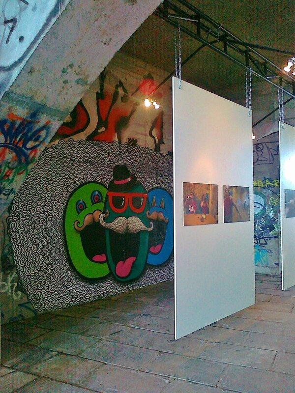 Один из стендов фото-выставки под Гаванским мостом