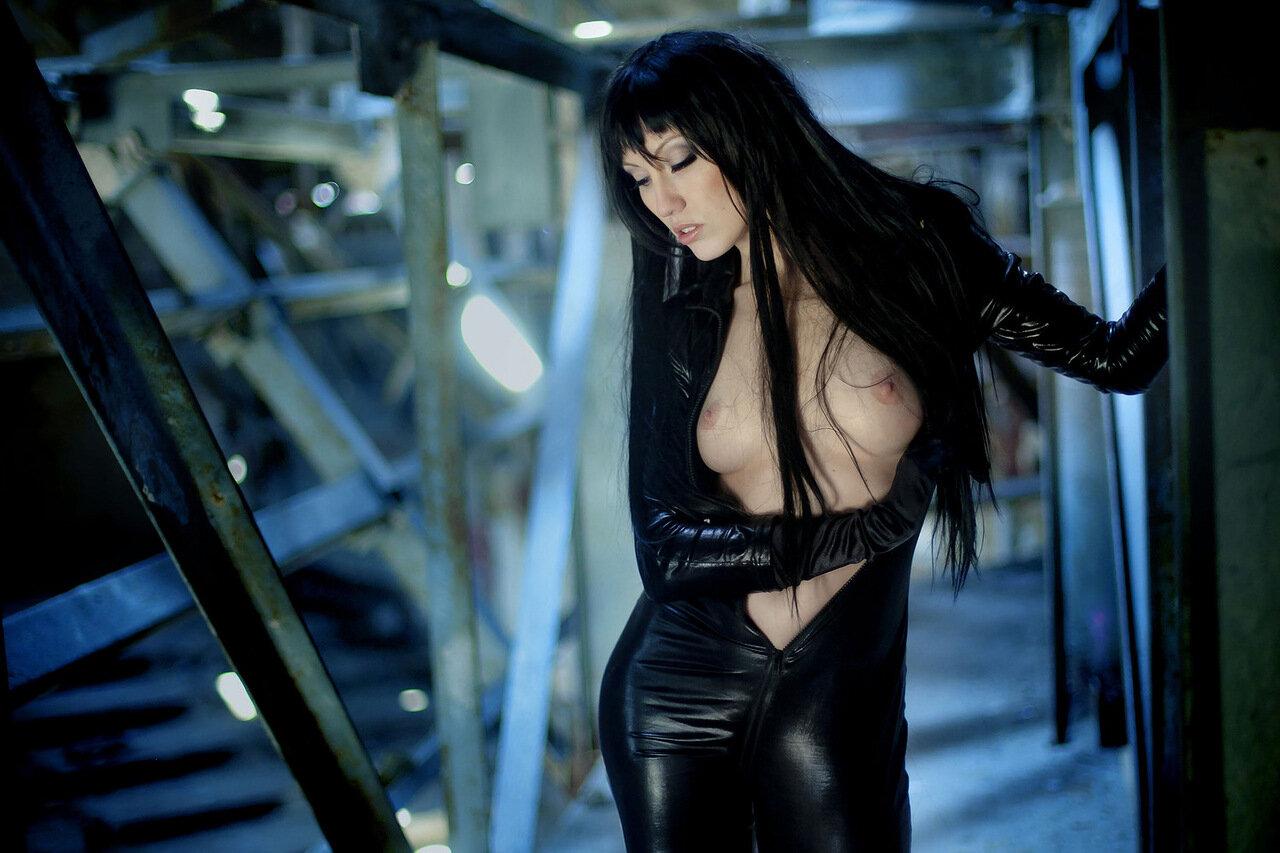 Эротическое фото женщин в кожаной одежде 21 фотография