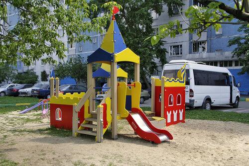 Детская площадка. Коломенская улица 5