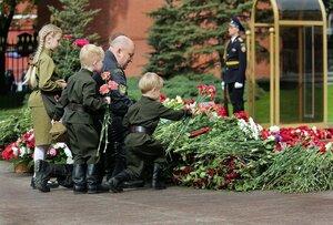 ...Спасибо тебе,Солдат...!!!! От всех нас живых...!!!...
