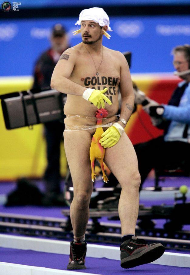 streaker / стрикер - голый мужчина на легкоатлетических соревнованиях