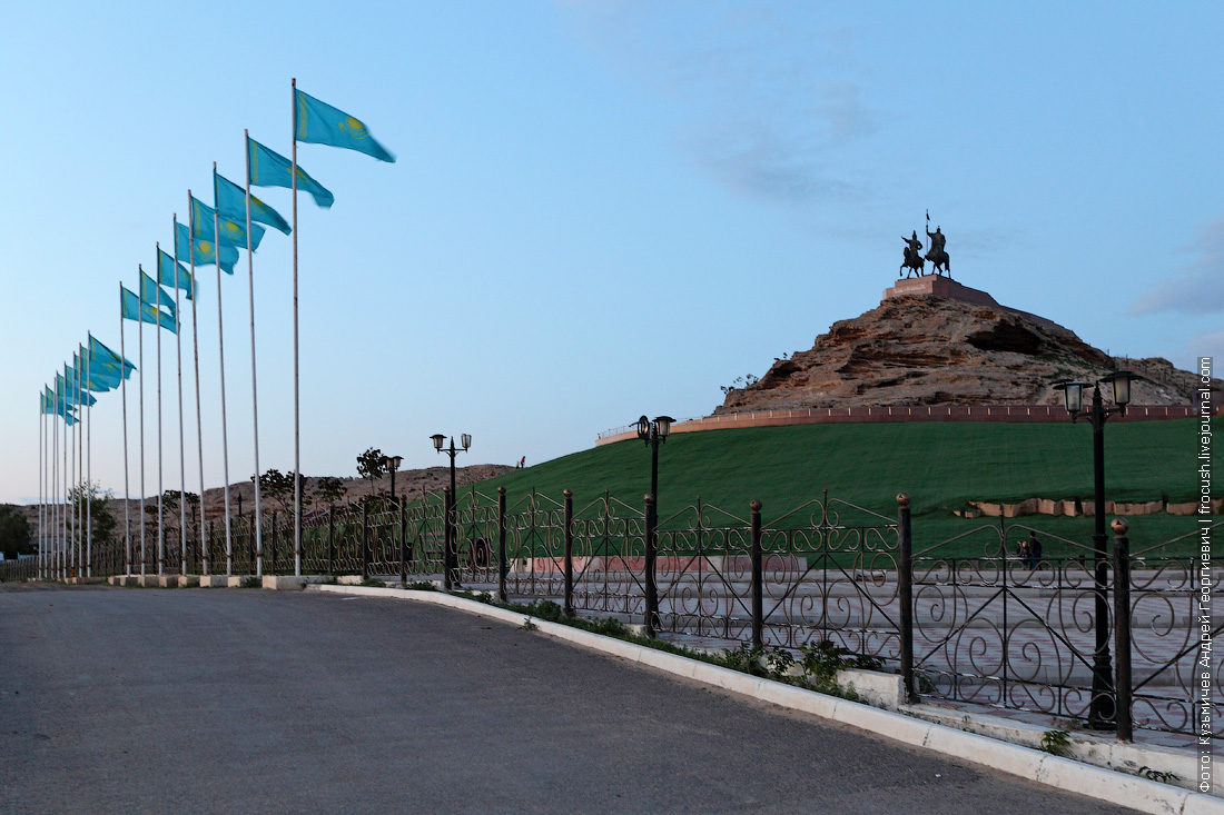 Памятник батырам Исе и Досану