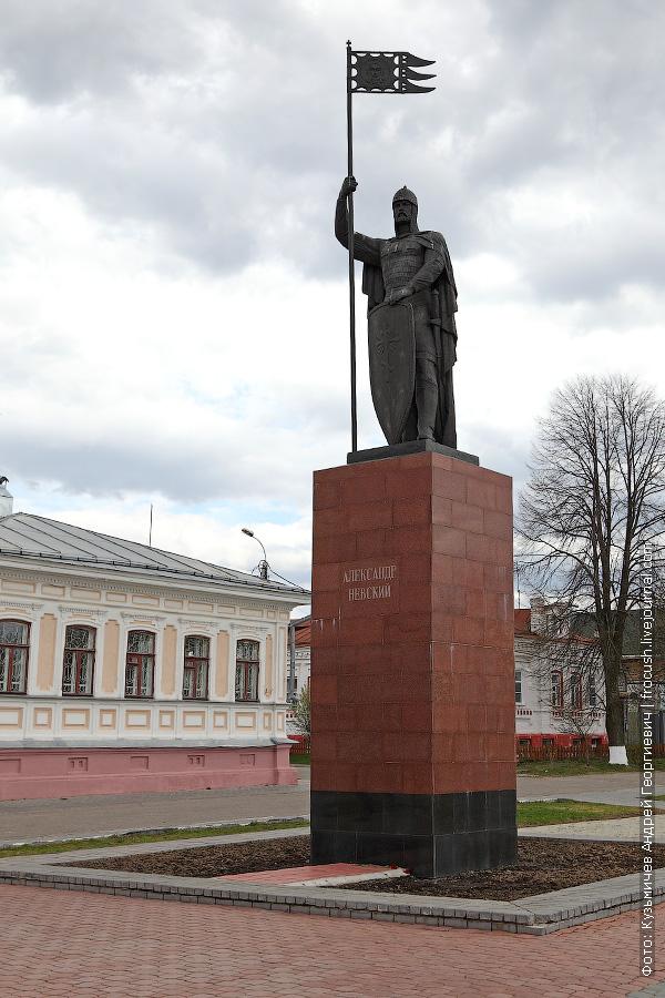 Памятник скончавшемуся в Городце Александру Невскому
