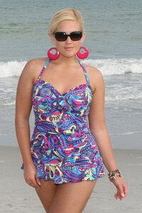 красивые женшины на пляже купалниках на море