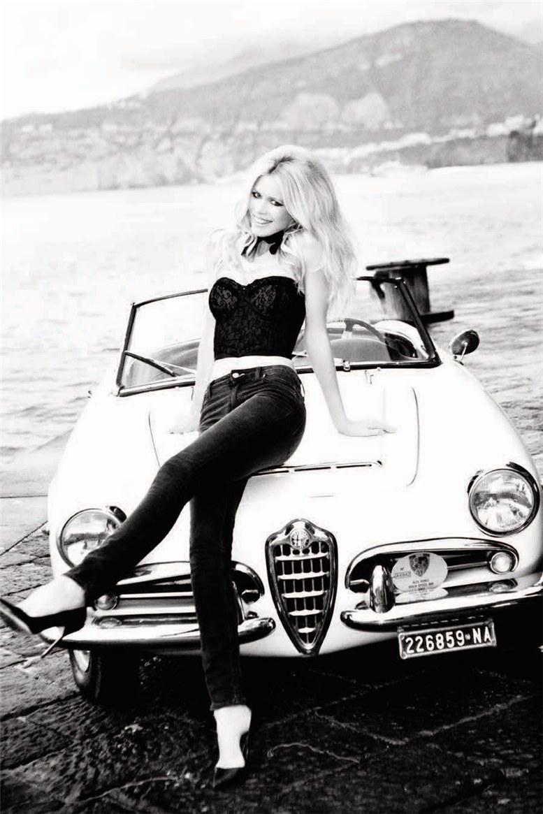 Claudia Schiffer / Клаудия Шиффер в рекламной кампании -30 сексуальных лет- Guess, фотограф Ellen von Unwerth