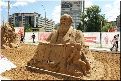 Эволюция, Дарвин (скульптуры из песка)