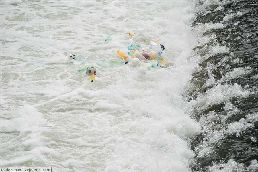 мусор в реке