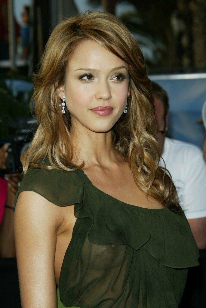Джессика Альба в зеленом платье