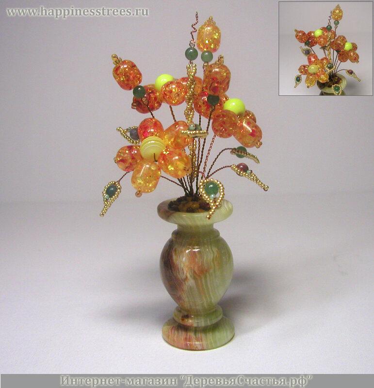 Цветы из бисера и камней в Ханты-Мансийске.
