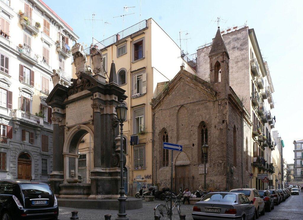 Неаполь. Пьяцетта Гранде Архивио (Piazzetta Grande Archivio)