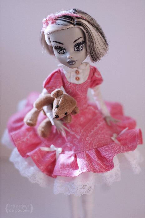 Как сделать зимнюю одежду для кукол монстр хай своими руками