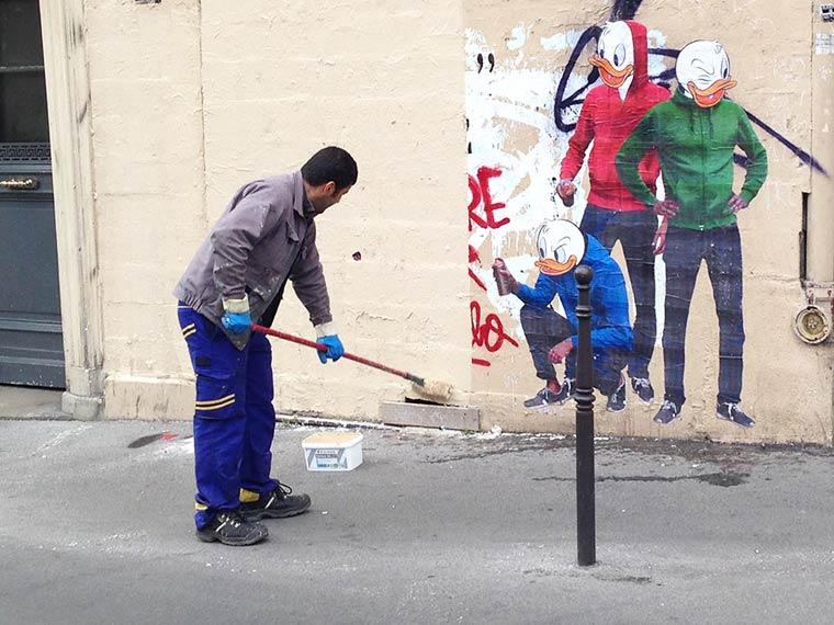 When the street artist Combo is having fun with anti-graffiti brigade (6 pics)