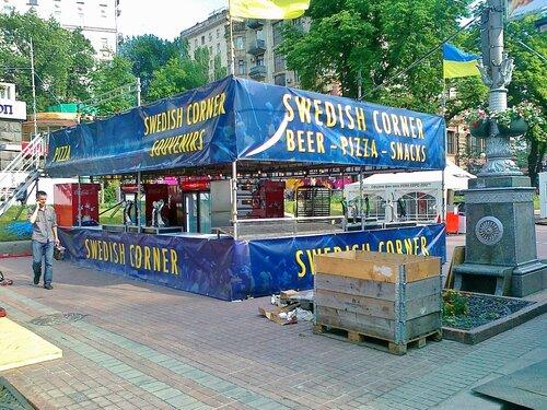 Бар для шведских болельщиков Евро 2012 на Крещатике