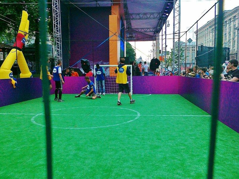 Турнир по мини-футболу в фан-зоне Евро 2012 на Крещатике