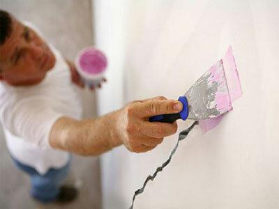 Заделываем трещину в стене.