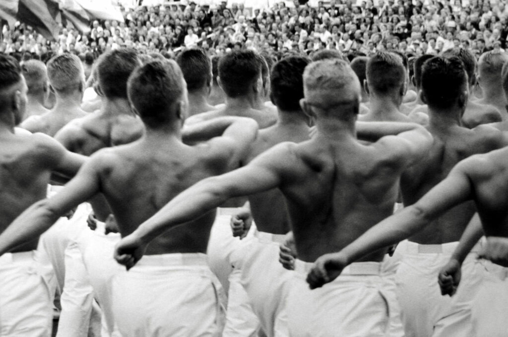 Henri Cartier-Bresson,Moscow, Gymnasts 1954