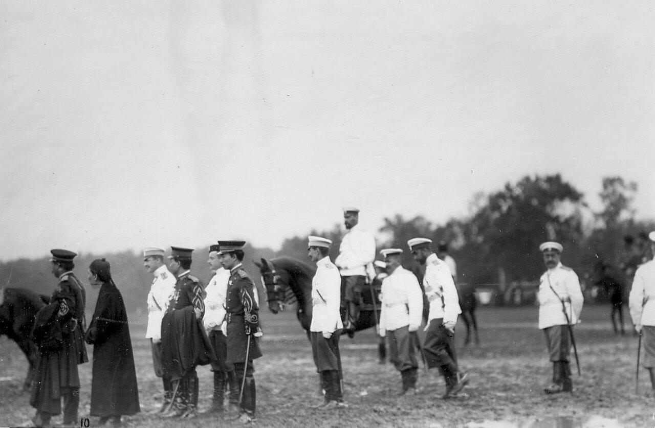 07. Император Николай II, офицеры русской армии и иностранных военных миссий наблюдают за смотром новобранцев