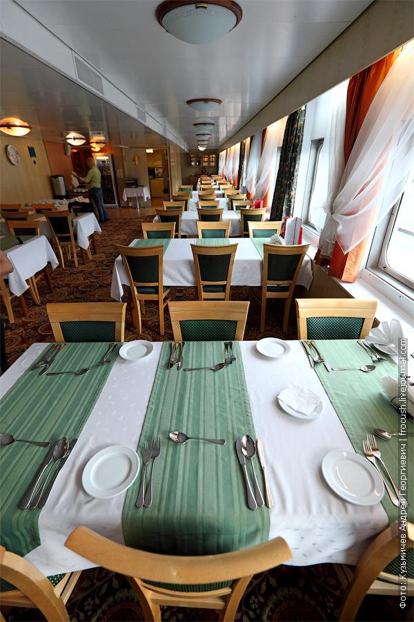 фотография. Ресторан «Ладога» в кормовой части средней палубы теплохода «Кронштадт»