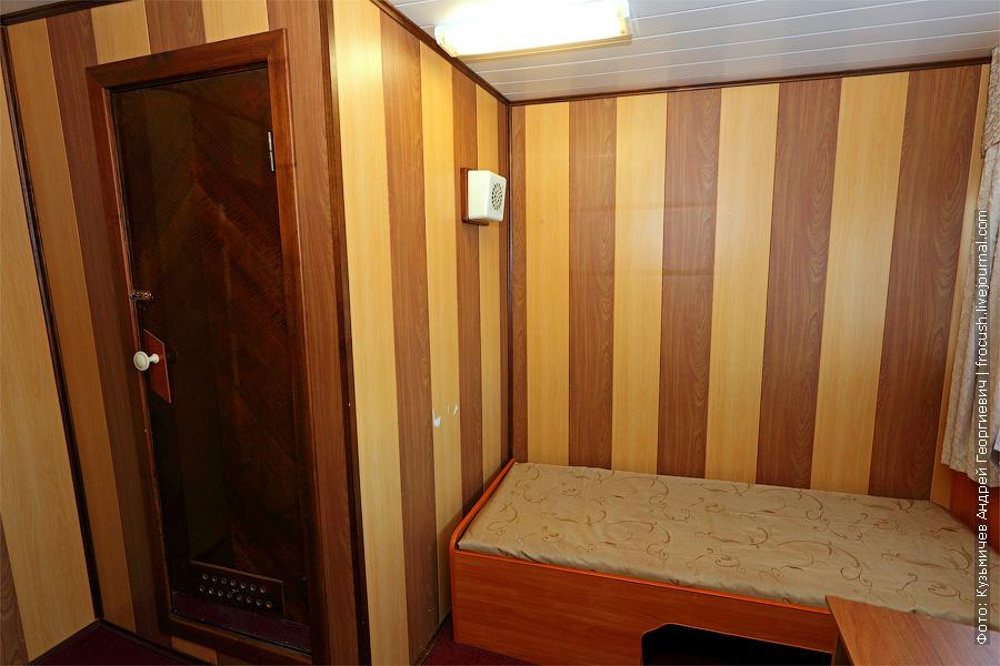Двухместная каюта увеличенной площади с удобствами №25 на средней палубе. Теплоход «Башкортостан»