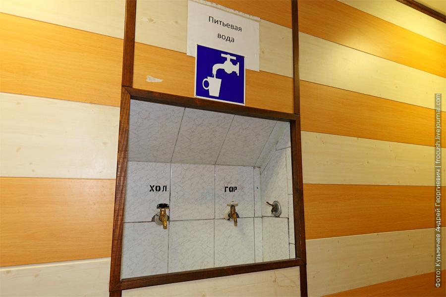 Краны с питьевой водой на главной палубе. Теплоход «Башкортостан»