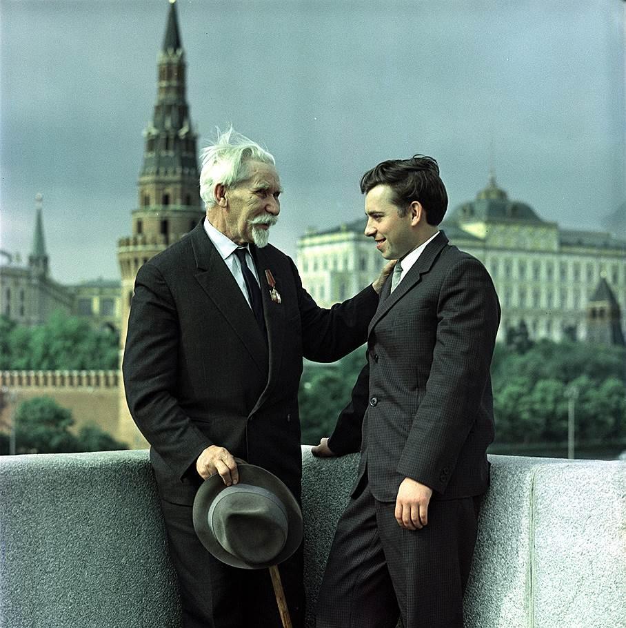 Старый большевик Петр Иванович Воеводин (1884-1964) на фото Бальтерманца.jpg