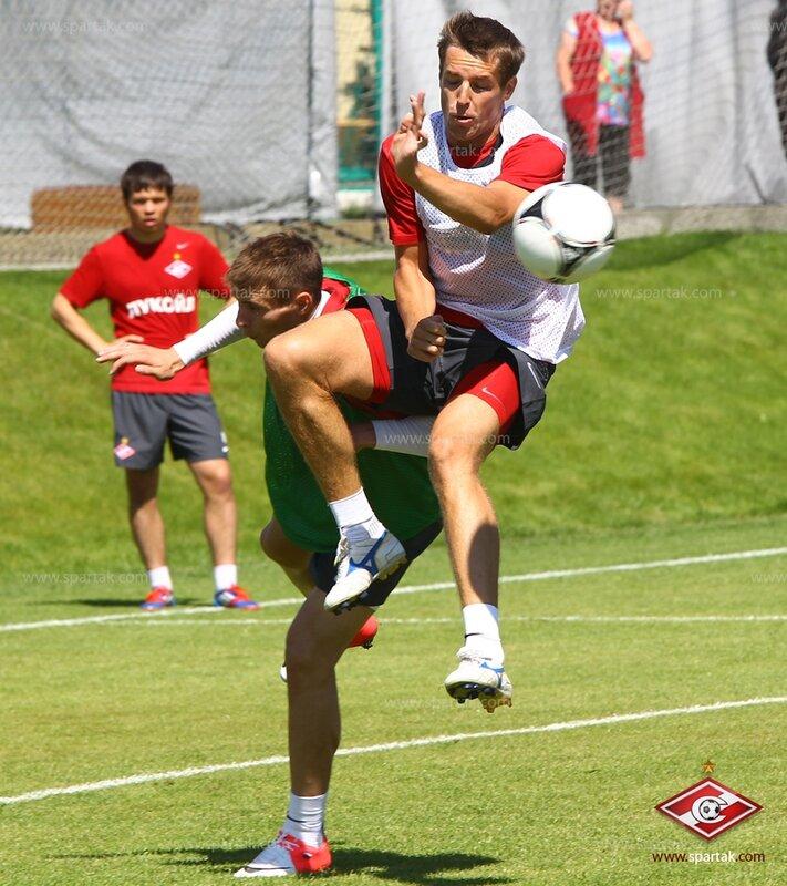 Красно-белые тренируются в Тарасовке (Фото)
