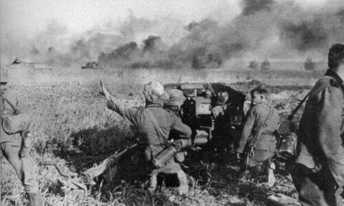 ������������ 29-� ������������� ������� �������� �� ������ ����������� � ���� �� 50-�� ����� PaK 38 ��������� �����. ���������, ����� — ���� T-34. ����������, 1941 ���. ����� ������: ���� 1941