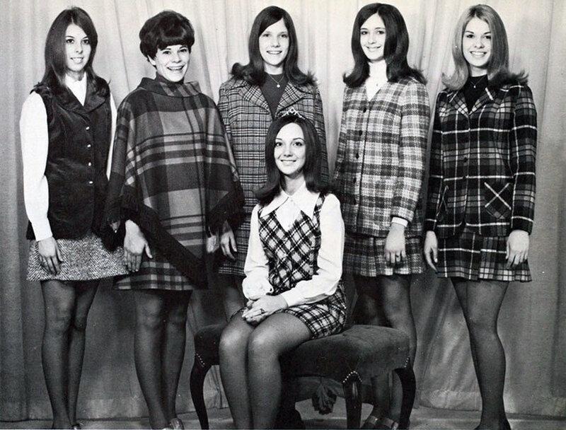 Студентки в чулках и мини юбках 17 фотография