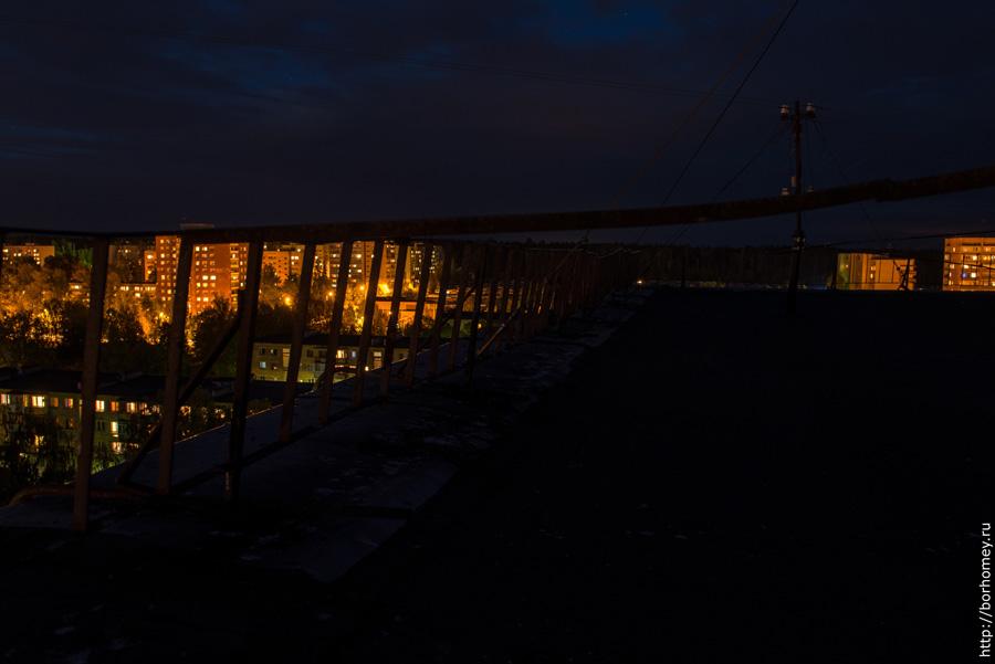 темная крыша