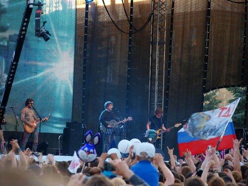 Юрий Шевчук и музыканты на концерте ДДТ в Кирове