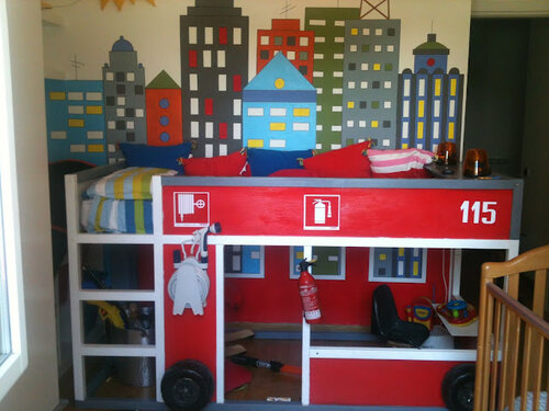 Кровать в форме пожарной машины