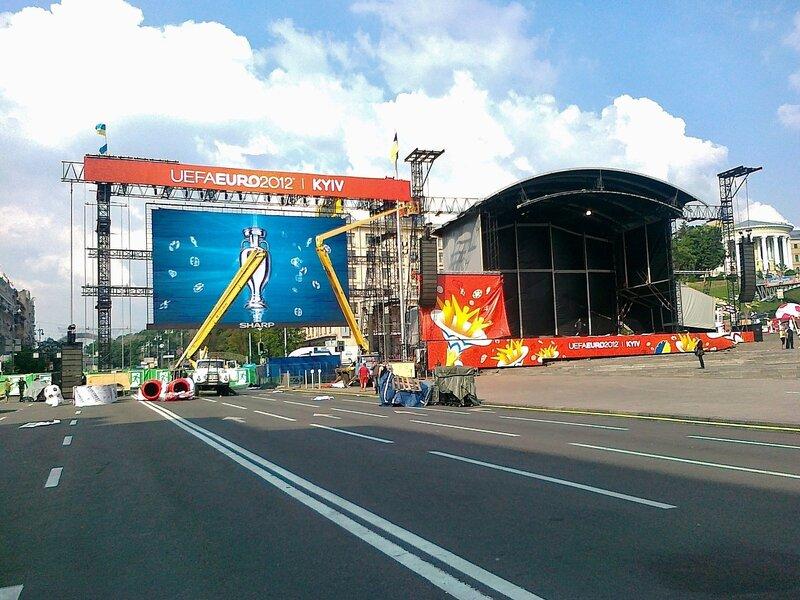 Большой экран на Майдане Незалежности