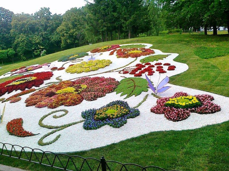 Цветочная композиция на Певческом поле
