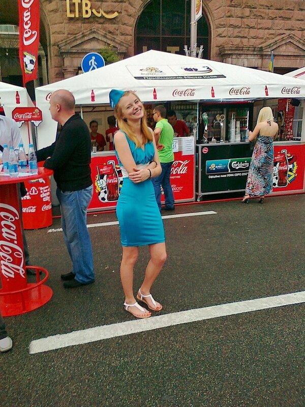 Стюардесса фан-зоны Евро 2012 на Крещатике