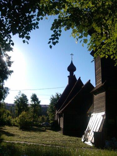 Церковь-двор (без HDR)