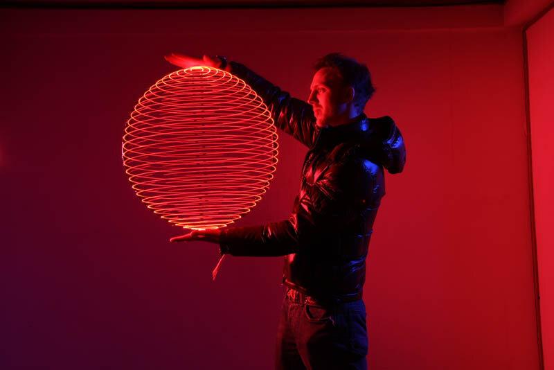 Шедевры светографики от Тревора Уильямса