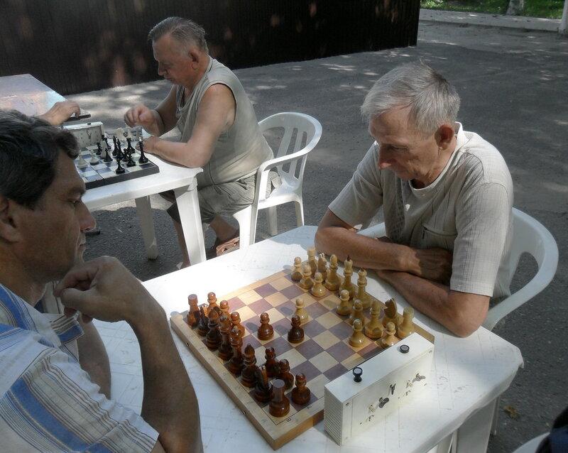 На арене шахматного боя ... Шахматный турнир. 2012-06-23. Приморско-Ахтарск (2).jpg