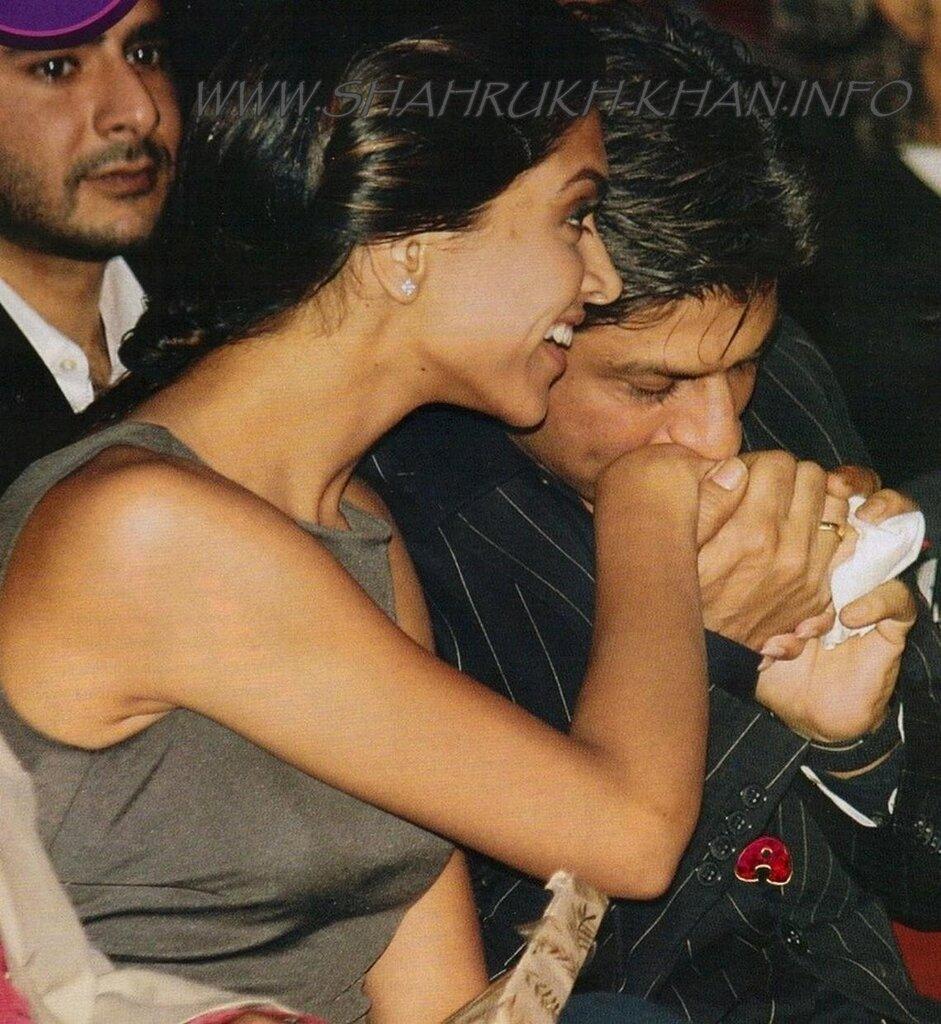 SRK & Deepika Padukone - Cosmopolitan Awards 2009