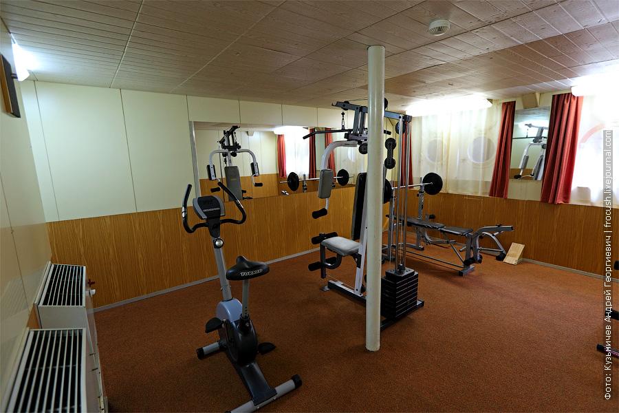 спортивный зал на нижней палубе теплохода «Константин Федин»