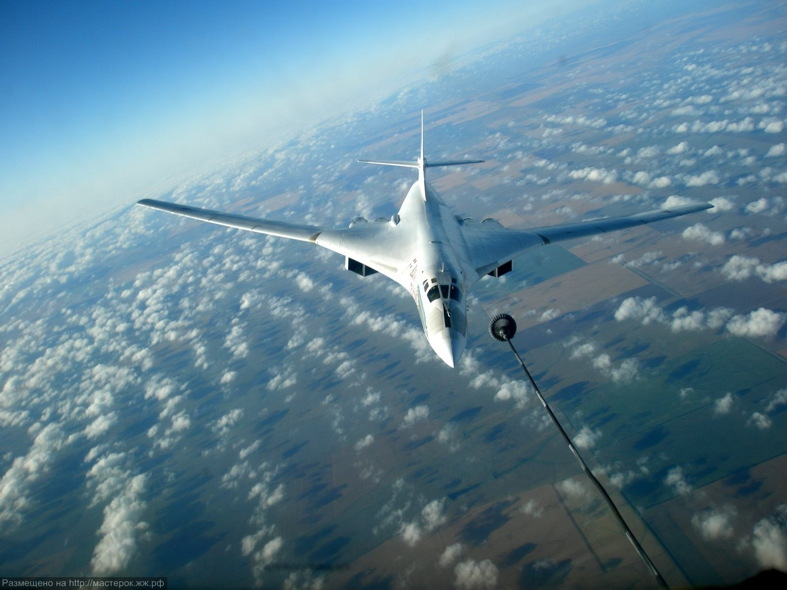 Особенностью конструкции планера самолета является интегральная схема аэродинамической компоновки, согласно которой...