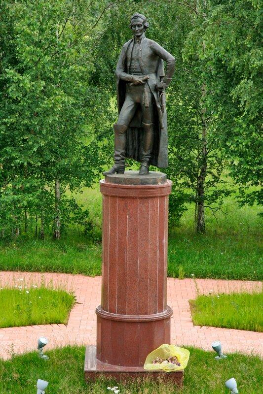 Рождественно-Суворово, Памятник Александру Суворову