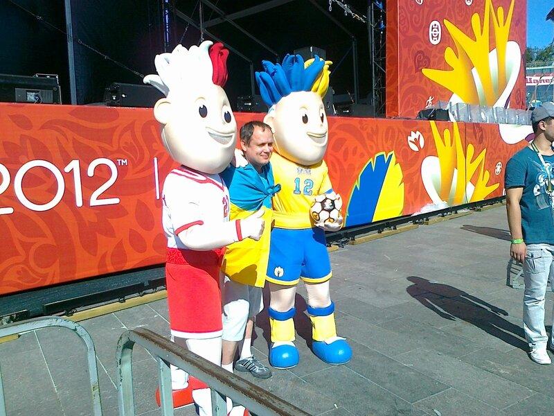 Фотосессия с талисманами Евро 2012 Славеком и Славко