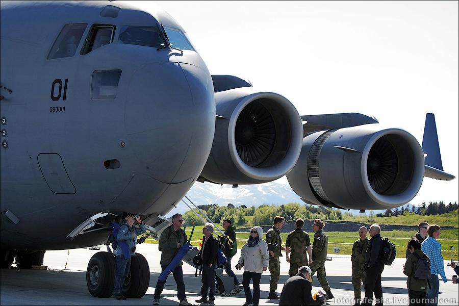 Истребители и транспортники на авиашоу в Будё