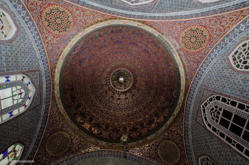 Али-бей, герой ислама, Упоенный сладкой негой, На ковре сидит в гареме